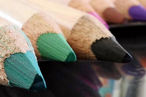 Colori_disegno_pittura_creatività_laboratori_workshop_counseling_adulti_gruppo